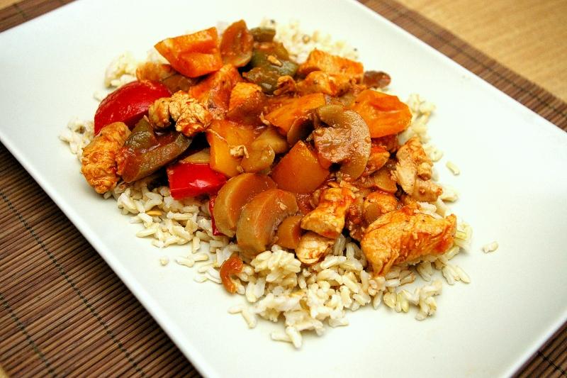 Dietetyczne piersi z kurczaka duszone w warzywach hewps.pl Blog Kulinarny