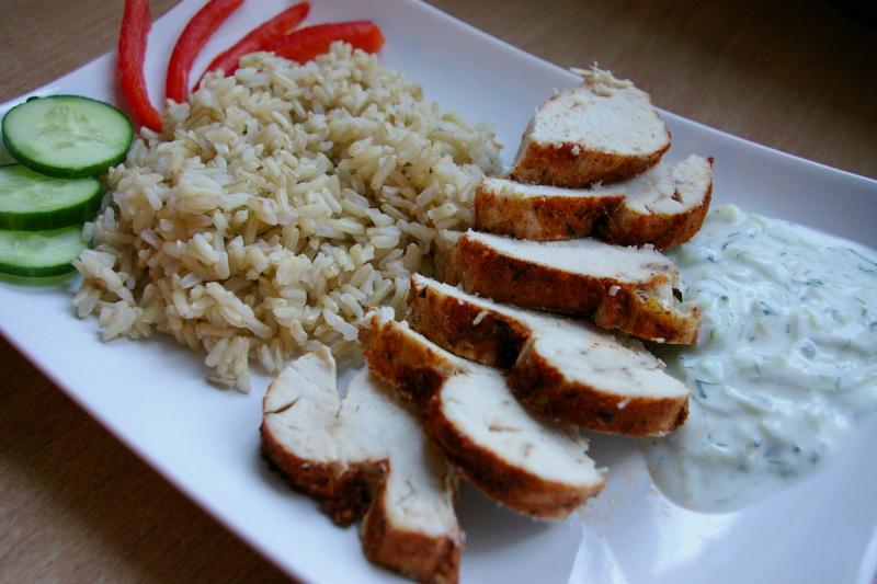 Dietetyczne przepisy Blog kulinarny - pierś gotowana na parze, tzatziki
