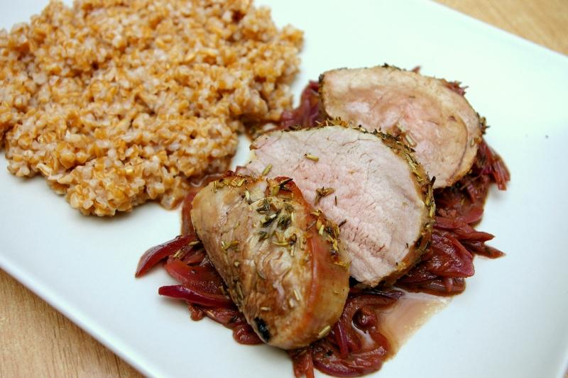 Dietetyczne przepisy - Polędwiczki wieprzowe z cebulą