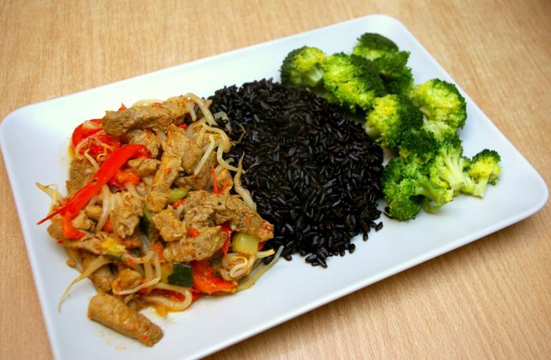Polędwiczki wieprzowe z czarnym ryżem