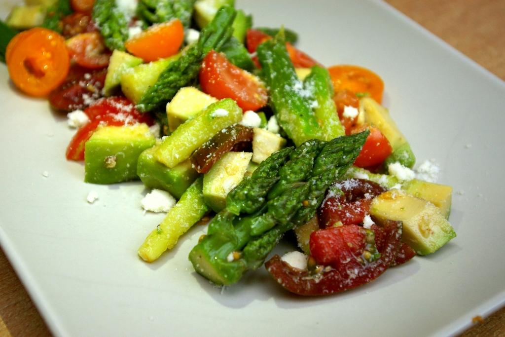 Lekka sałatka z zielonych szparagów