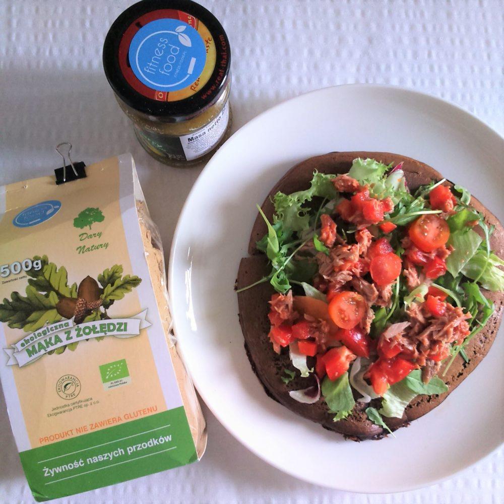 Wytrawny omlet z mąki żołędziowej z tuńczykiem i warzywami