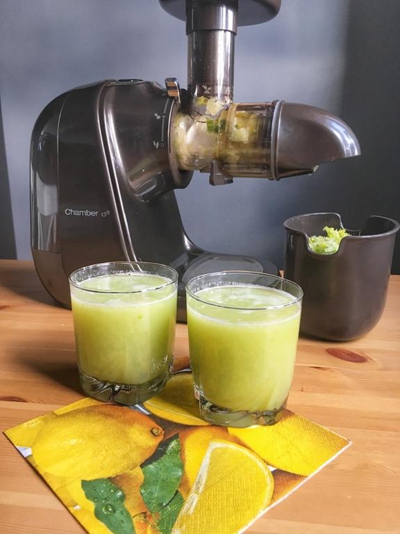 Orzeźwiający sok z zielonych warzyw i owoców